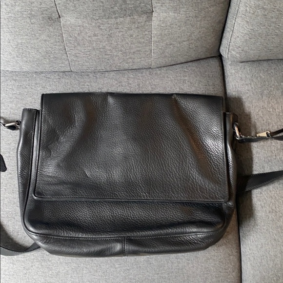 John Varvatos Other - John Varvatos leather messenger bag